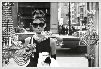 Zarámovaný plagát Audrey Hepburn - window